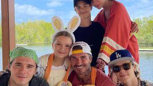 Doppelter Partnerlook: Die Beckhams senden süßen Ostergruß