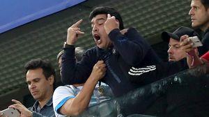 Doppel-Stinkefinger! Maradona rastet noch mal richtig aus