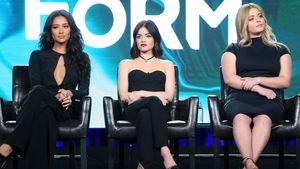 Shay Mitchell, Lucy Hale und Pieterse  bei einer Pressekonferenz in Pasadena
