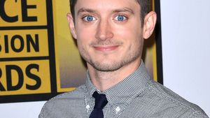 Elijah Wood klaut am Set