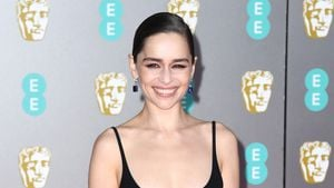 Erfolgreiches Dating? Emilia Clarke mit einem Mann unterwegs