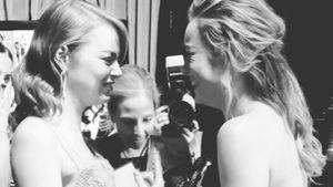 Emma Stone und Brie Larson bei der 89. Oscar-Verleihung in Hollywood
