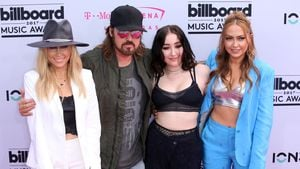 Tish Cyrus, Billy Ray Cyrus, Noah Cyrus und Brandi Cyrus bei den Billboard Music Awards 2017