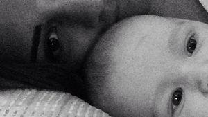 So süß! Frankie Sandford kuschelt mit ihrem Baby