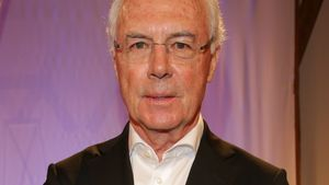 Darf Franz Beckenbauer jetzt doch zur WM?