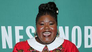 "Gabourey Sidibe mit ihrem Buch ""This Is Just My Face"""
