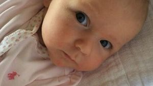Goldig! Emily Blunt präsentiert Töchterchen Hazel