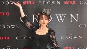 "Zum Staffelstart: ""The Crown""-Cast feiert Premiere zu Hause!"