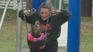 Wie süß! Hilary Duff und Banks haben Spaß auf dem Spielplatz