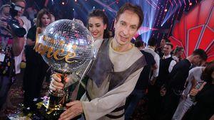 """Große Geste: Sieger Ingolf Lück gibt """"Let's Dance""""-Pokal ab!"""