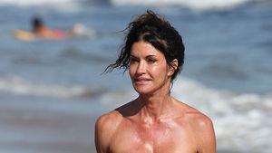 Ur-Model Janice Dickinson zeigt ihre Bikini-Figur