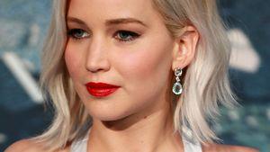 Jennifer Lawrence schaut zur Seite
