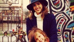 Süß! Jessica Alba & Honor besuchen Mauerreste