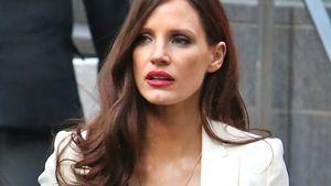 Tschüss Rot! Jessica Chastain überrascht mit braunen Haaren