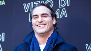 "Joaquin Phoenix lachend beim ""Inherent Vice""-Photocall in Rom"