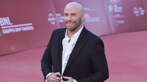 Ciao Haare! John Travolta rockt mit Glatze den Red Carpet