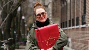 Grins! Julianne Moore hat ihr Xmas-Geschenk fest im Griff