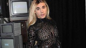 Heiße Lady: Justin Bieber in Mini-Kleid & mit langer Mähne!