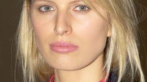 Ernste Miene: Karolina Kurkova im Mode-Stress