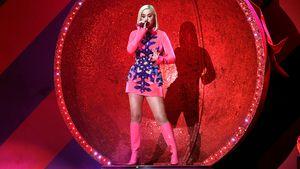 Funkelnd: Katy Perry glänzt als lebendige Weihnachtskugel