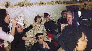 Katy Perry, Orlando Bloom und gemeinsame Freunde in einer Karaoke-Bar in West Hollywood