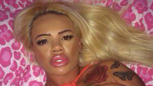 "Plastik-Lady Kayla: Peinliches Playback von Adeles ""Hello"""