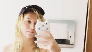 Kesha freizügig im Hotel