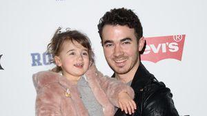 Kevin Jonas und Tochter Alena Rose bei der New York Fashion Week 2017