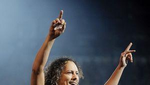 Video: Metallica-Gitarrist kickt Kind von Bühne