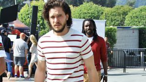 Kein Sinn für Mode? Kit Harington kriegt Fashion-Loser-Award