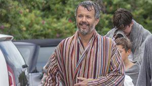 Royal mal anders: Prinz Frederik von Dänemark im Bademantel