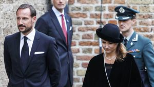 Kronprinz Hakoon mit seiner Schwester Märtha Louise in Delft