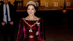 Dieses Neujahrskleid trägt Mary bereits zum vierten Mal!