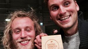 Leon Windscheid (r.) und sein Kollege mit dem Gastro Gründerpreis 2016