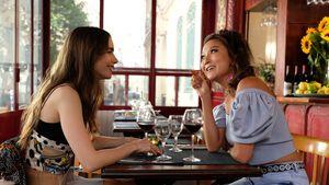 """Aus dieser Netflix-Serie kennt man """"Emily in Paris""""-Mindy"""