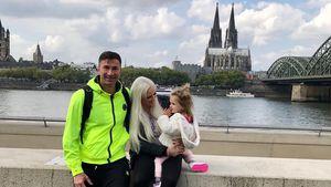 Süßer Familytrip: Sophia Cordalis beeindruckt von Kölner Dom