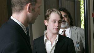 """Macaulay Culkin stellt """"Kevin – Allein zu Haus""""-Szenen nach"""