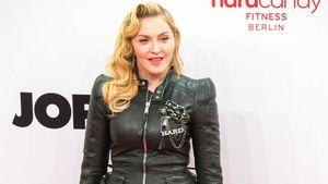 Madonna auf Krücken - wegen ihres Outfits!