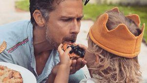 Süß! Hier füttert der kleine Mads (2) Papa Wayne Carpendale