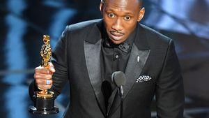Mahershala Ali mit seinem Oscar