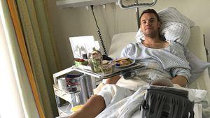 Nach OP: Manuel Neuer grüßt mit Krankenhaus-Pic!