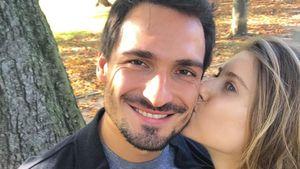 Mats und Cathy Hummels bei einem Herbstspaziergang