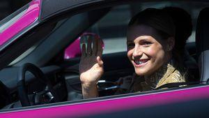 Michelle Hunziker cruist im pinken Porsche durch Bergamo