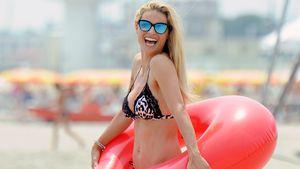 Michelle Hunziker strahlt mit Family & Gummireifen am Strand