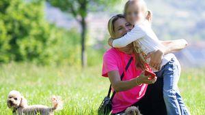Süß! Hier tobt Michelle Hunziker mit Tochter und Hunden
