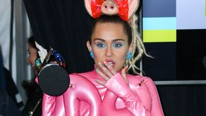 Schräge Outfits wegen Drogen: Miley Cyrus war dauerbekifft!