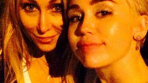 Liebe! Miley Cyrus wird von Mama Tish überrascht