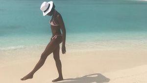 Naomi Campbell am Strand