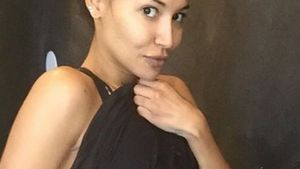 """Fitte Mama: """"Glee""""-Star Naya Rivera zeigt ihre Bauchmuskeln"""