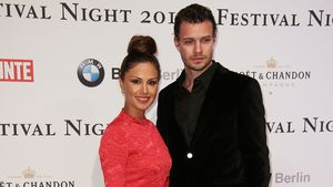 Nazan Eckes und Julian Kohl Arm in Arm